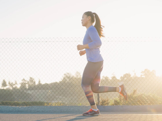 Frau in Jogginghose